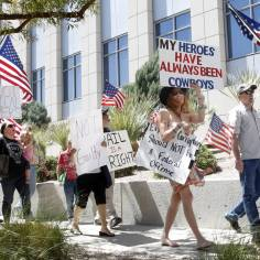 Protesters outside the Lloyd George U.S. Courthouse, where lawyers were giving closing arguments in the first Bunkerville standoff trial, on Wednesday, April 12, 2017, in Las Vegas. Bizuayehu Tesfaye Las Vegas Review-Journal @bizutesfaye
