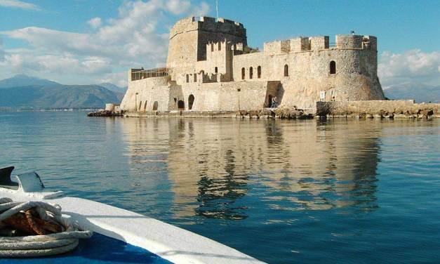 ΞΕΕ: δεν κεφαλαιοποιήθηκε επιτυχία της ανόδου στις αφίξεις τουριστών