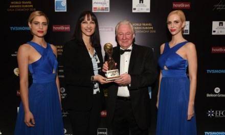 Η Υπουργός Τουρισμού Έλενα Κουντουρά παρέλαβε το  Παγκόσμιο Βραβείο για την Αθήνα