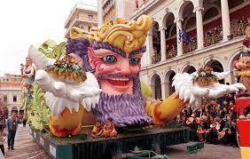 Μεγαλειώδη και φαντασμαγορικά: Αυτά είναι τα 8 καρναβάλια στην Ελλάδα που πρέπει να επισκεφτείτε (ΕΙΚΟΝΕΣ)
