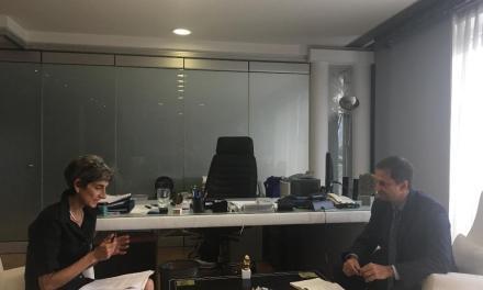 Με την πρέσβη της Μεγάλης Βρετανίας στην Ελλάδα κυρία Kate Smith συναντήθηκε σήμερα  ο υπουργός Τουρισμού κ. Χάρης Θεοχάρης.
