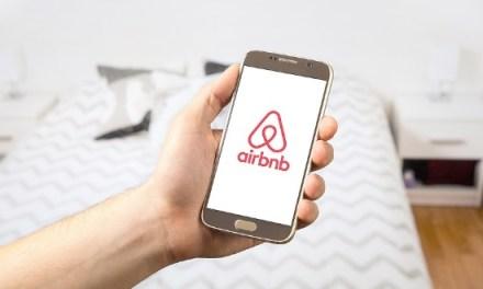 Το Βερολίνο εξετάζει τον περιορισμό της Airbnb ή και την απαγόρευσή της