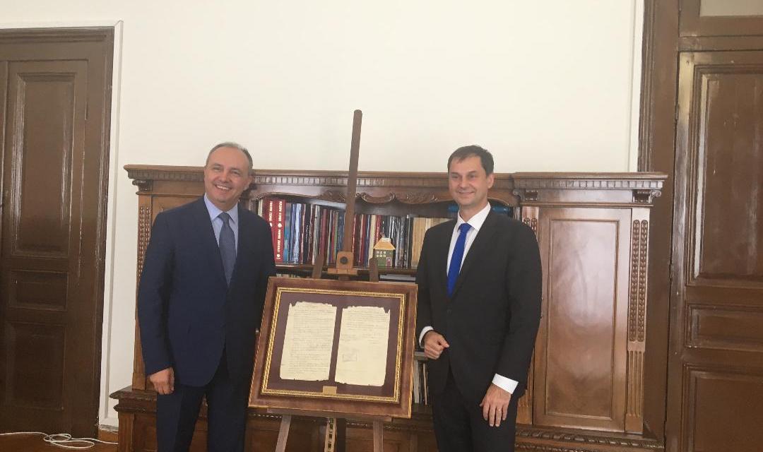 Συνάντηση του Υπουργού Τουρισμού κ. Χάρη Θεοχάρη με τον Υφυπουργό Εσωτερικών (Μακεδονίας και Θράκης) κ. Θεόδωρο Καράογλου