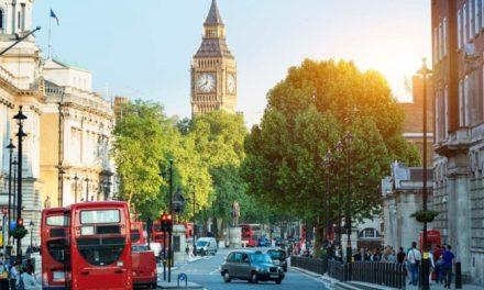 Υποχρεωτική η μάσκα στη Βρετανία | Πρόστιμο για τους παραβάτες