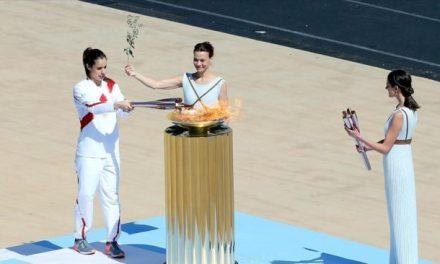 Ολυμπιακοί Αγώνες: Παραδόθηκε η φλόγα στην ΟΕ του «Τόκιο 2020»