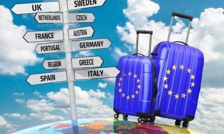 Οι ακυρώσεις οδηγούν πολλούς Ευρωπαίους σε διακοπές στη χώρα τους