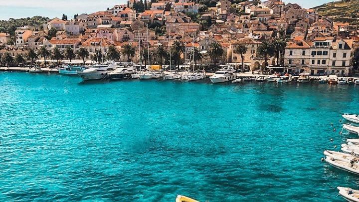 Τουριστικούς διαδρόμους» για το καλοκαίρι σχεδιάζει η Κροατία