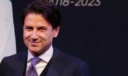 Kάντε εγχώριες διακοπές TO 2020, λέει στους Ιταλούς ο Κόντε