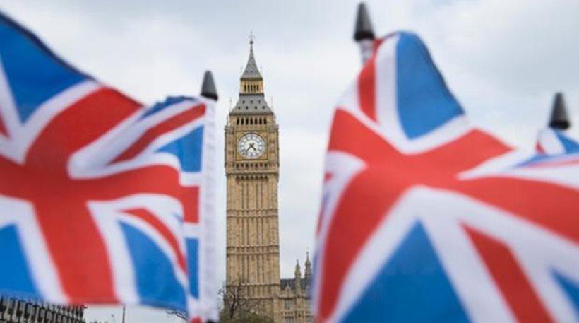 Αυστηροποίηση των μέτρων περιορισμού κοινωνικών συναναστροφών στην Βρετανία