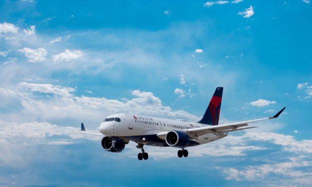 Delta Air Lines: Αρνητική απέναντι στην επιβολή του υποχρεωτικού εμβολιασμού των εργαζομένους