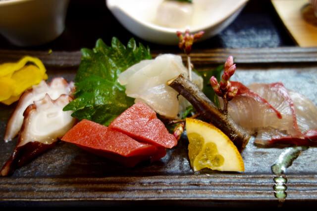 まるで茶道のような美しい所作!寿司と一品料理の「旨海寿(しみず)」でランチ!