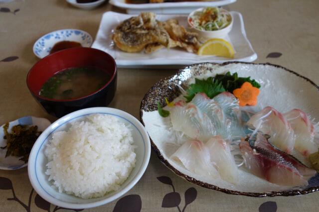巨大生け簀からの新鮮なお刺身!加布里の「マルタ活魚」