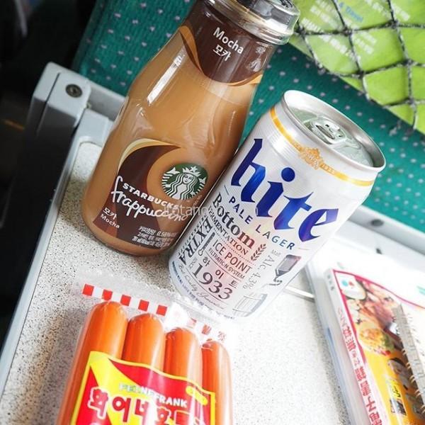 KTXの車内販売でお買い物。スタバの瓶入りカップチーノのモカを。すごく甘いけど、すごく美味しいから、ご飯1膳分のカロリーってわかってても飲んじゃう(笑)位置情報を検索しても結果がハングルでよくわからないけど、釜山まで、あと1時間強のところ。#韓国 #Korea #KTX #Starbucks