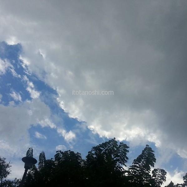 今日はゆっくり出発。ちょっと怪しい雲。気温は31度。#台湾 #台北 #台北駅 #雲 #空