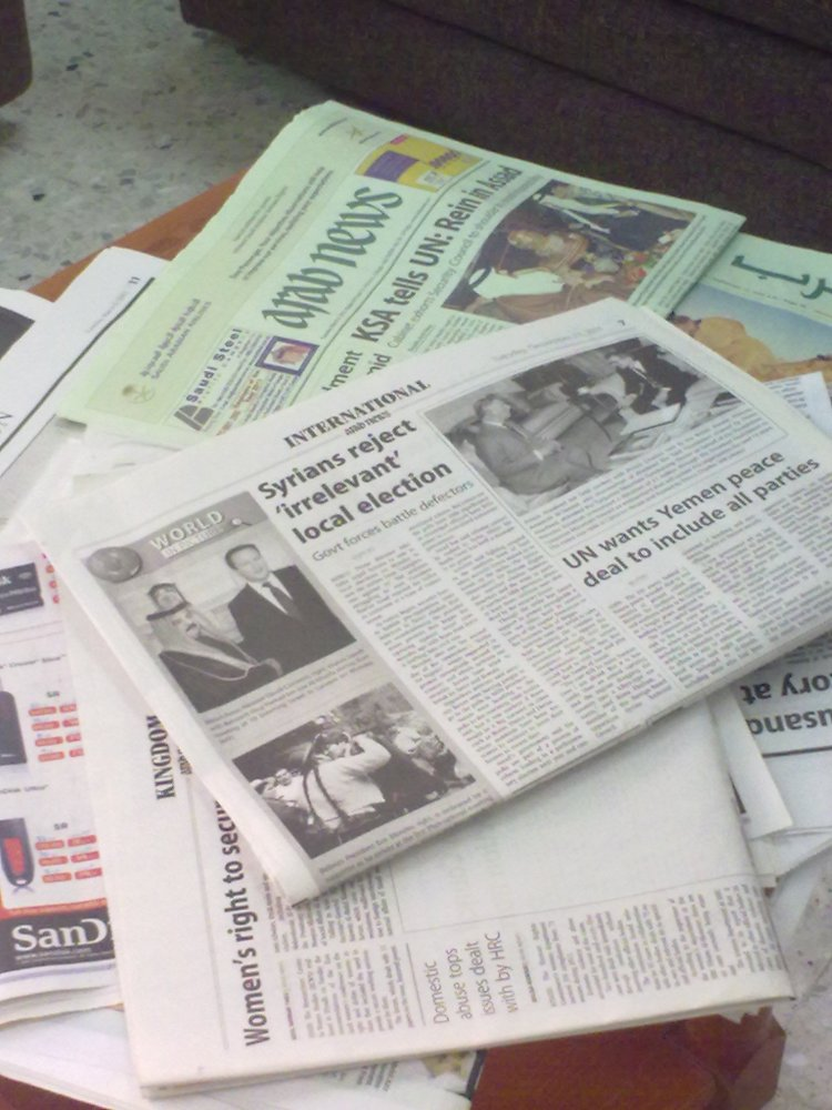 Reading Newspapers (1/4)