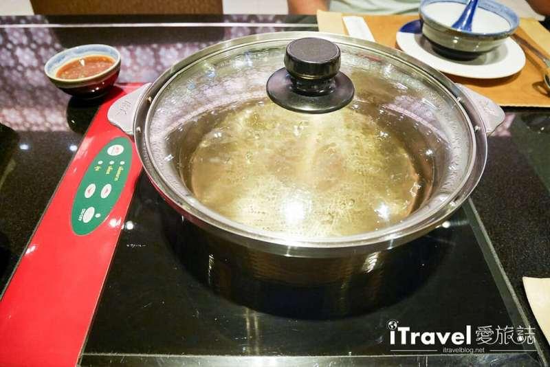 《曼谷美食餐廳》MK Gold:單點品項豐富的清淡湯頭金火鍋