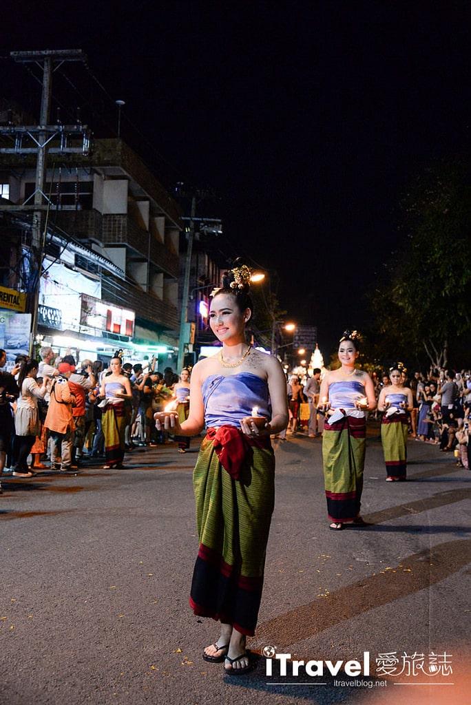 《清邁水燈節》花車遊行與水燈節選美活動:古城區塔佩門前,歡樂熱鬧迎節慶