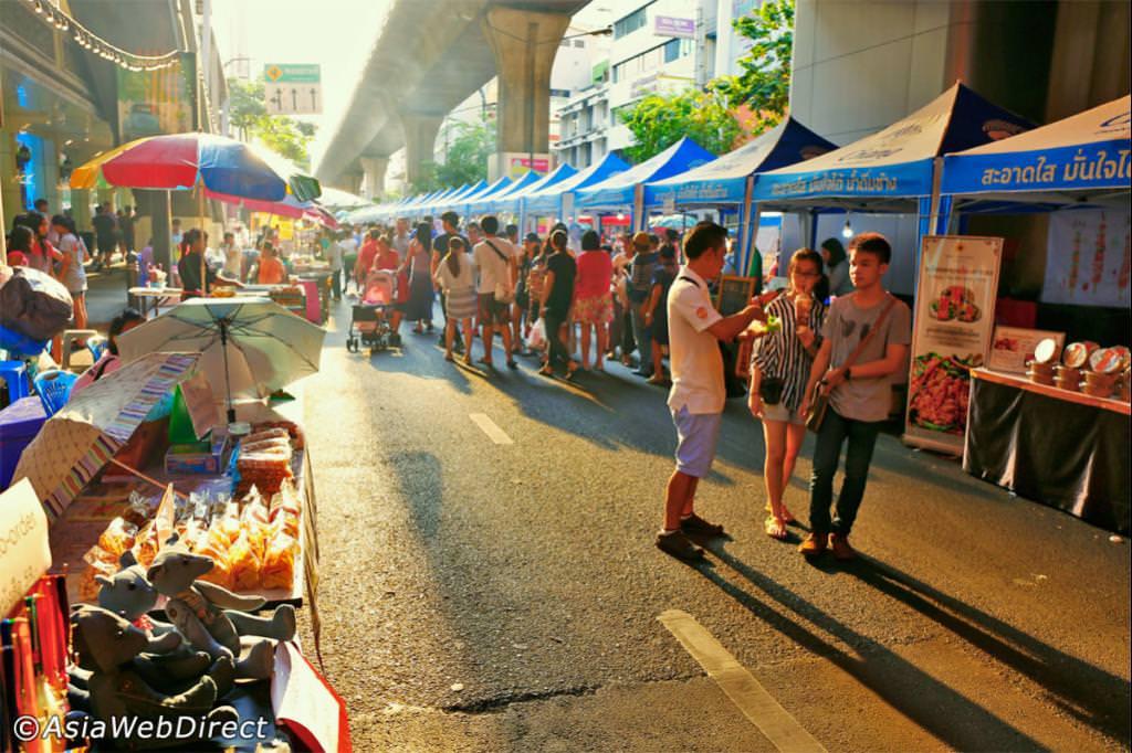 《曼谷夜市攻略》30个夜市推荐集满的曼谷夜市攻略懒人包。