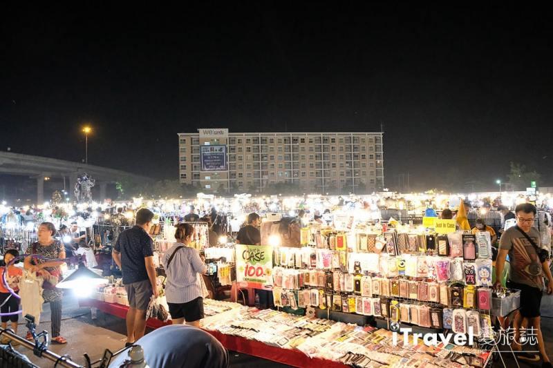 《曼谷夜市集景》理杜安夜市:闔家同樂在地平價大型夜市