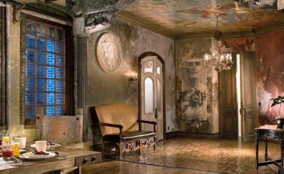 Εισβάλουμε στο loft του Gerard Butler - iTravelling