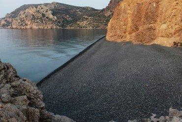 Μαύρα Βόλια: Η μαύρη παραλία της Χίου - iTravelling