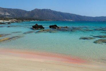On the Road || Ελαφονήσι: Η ροζ παραλία των πειρατών - iTravelling