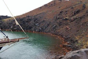 Καυτή εκδρομή στο ηφαίστειο της Σαντορίνης - iTravelling