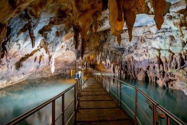 Ανοιξιάτικη εκδρομή στο Σπήλαιο των Λιμνών - iTravelling