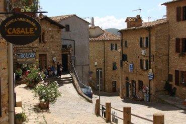Casale Marittimo: Το χωρίο που έμεινε στον Μεσαίωνα - iTravelling