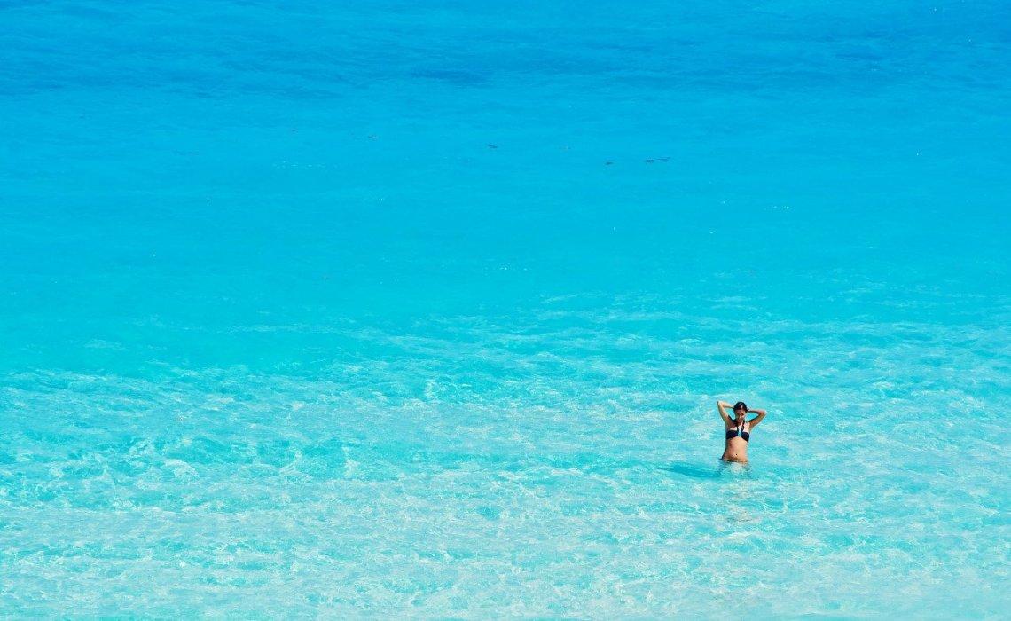 Αυτή είναι η παραλία με τα πιο γαλανά νερά στον κόσμο - iTravelling