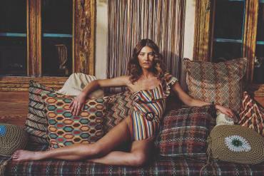 Υβόννη Ντόστα: Το supermodel που σχεδιάζει μαγιό για εσένα - iTravelling