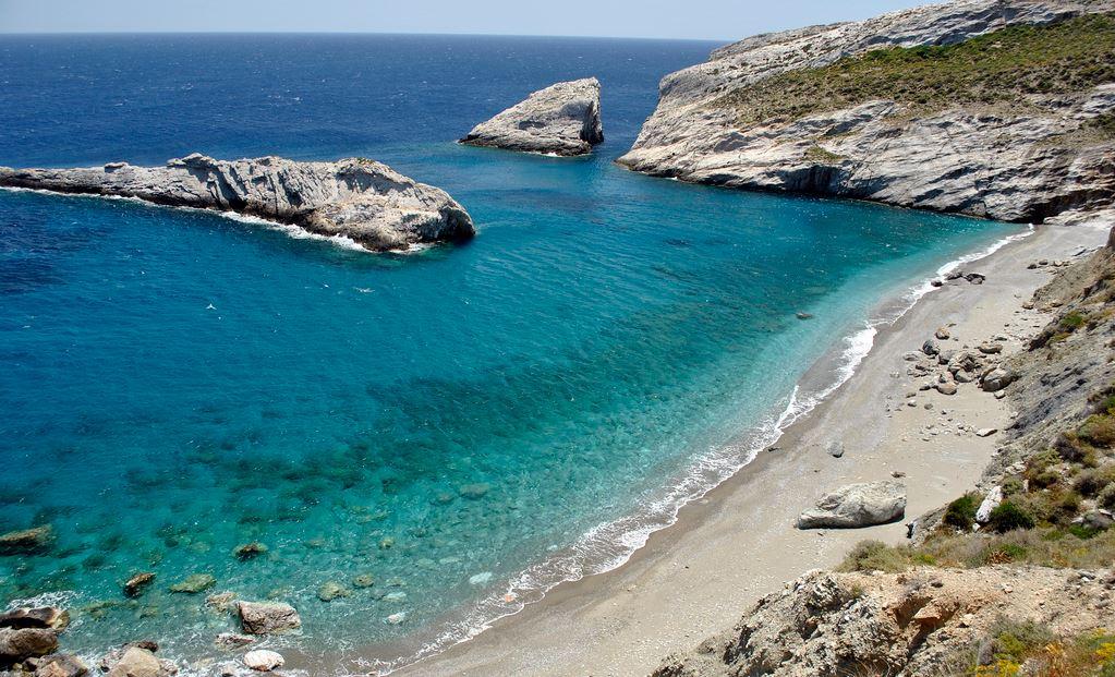 Κάτεργο: Μια παραλία όνειρο στη Φολέγανδρο - iTravelling