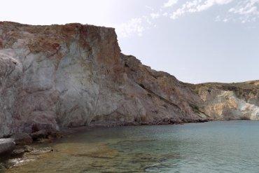Φυροπόταμος: Η παραλία της Μήλου που χάνεσαι στο χρόνο - iTravelling