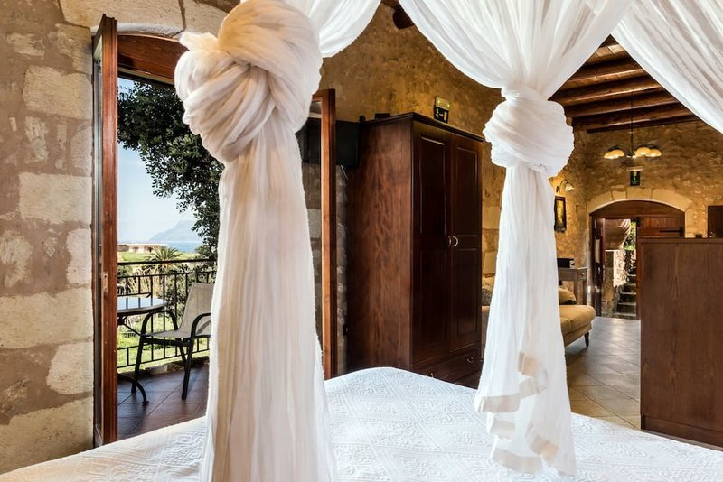 Το κορυφαίο κατάλυμα της Airbnb είναι μια ελληνική σπηλιά
