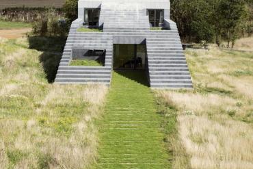 Flint House: Το σπίτι με την απέραντη σκάλα προς τον ουρανό! - iTravelling