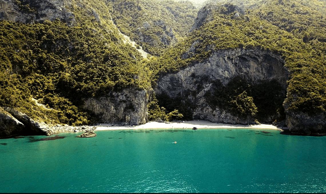 Μια μυστική σπηλιά για αποδράσεις στην Εύβοια - itravelling.gr