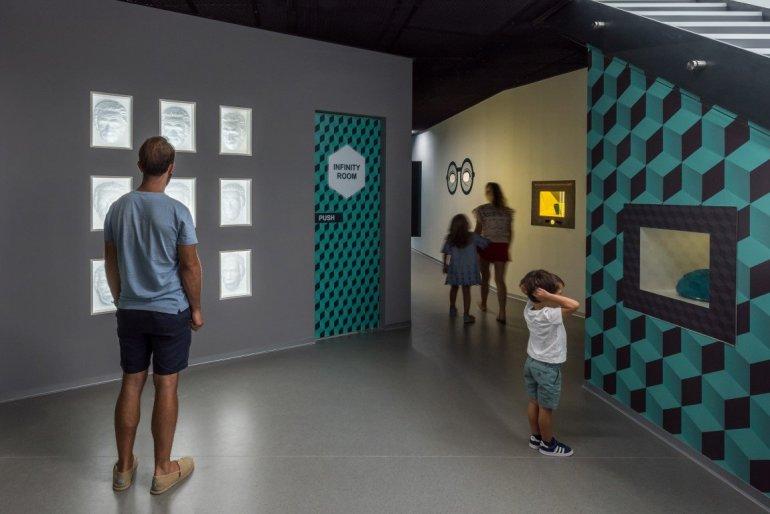 Museum of Illusions: Ένα μουσείο που θα φέρει τα πάνω κάτω! - itravelling.gr