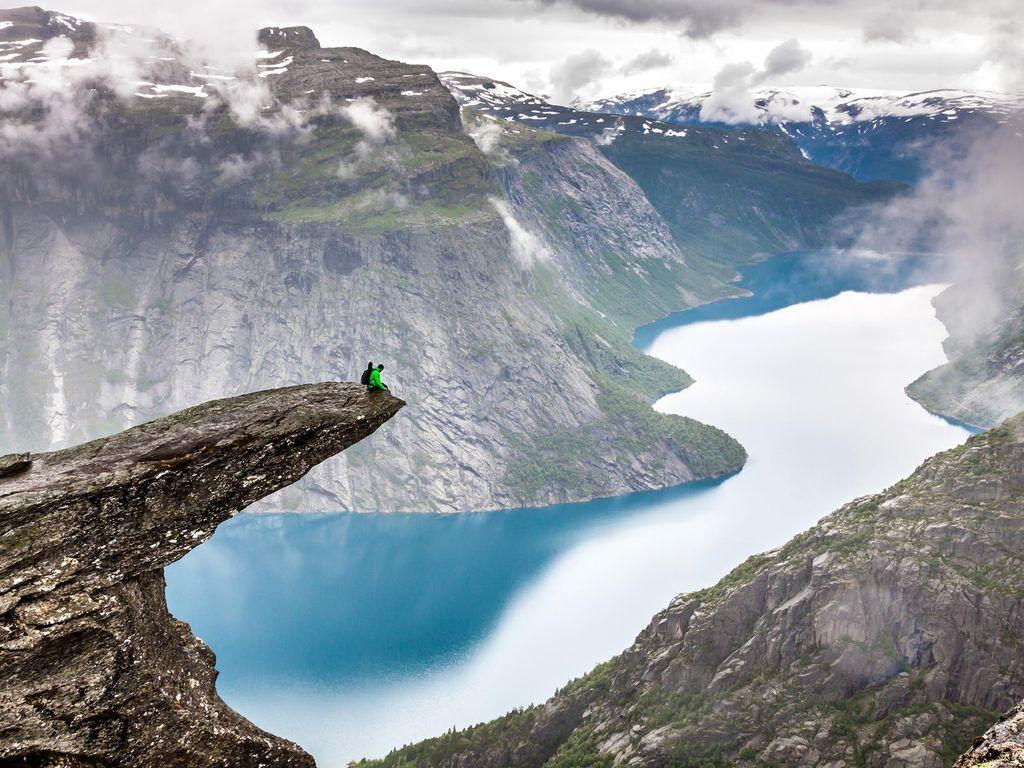 Trolltunga: Στο χείλος του γκρεμού στη Νορβηγία - itravelling.gr