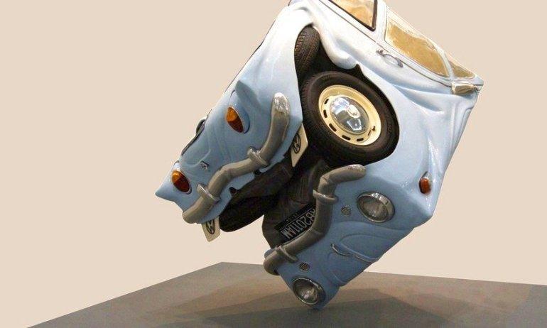 Σύγχρονη τέχνη με «τσαλακωμένα» vintage Volkswagen - itravelling.gr