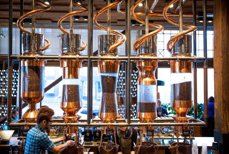 Το πρώτο Starbucks στο Μιλάνο είναι και το καλύτερο στον κόσμο! - itravelling.gr