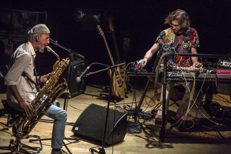 Ο Θοδωρής Ρέλλος και ο Γιάννης Αναστασάκης στο Jazz Chronicles - itravelling.gr