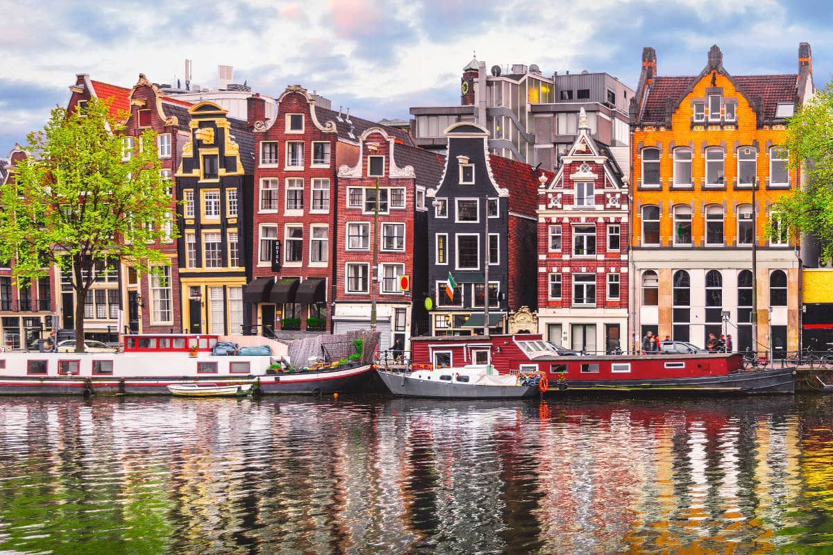 Ζήσε τη μαγεία της πλωτής διαμονής στο Άμστερνταμ