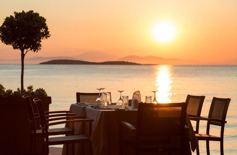 Mythos by Divani: Κύμα ανανέωσης στο καλοκαιρινό μενού! - itravelling.gr