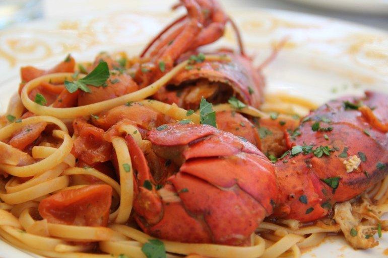 Τι θα φάμε στις Σπέτσες: 5 διευθύνσεις για φαγητό αλά σπετσιώτα - itravelling.gr