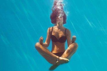 6 λόγοι για να κάνεις Aqua Yoga ακόμα και στις διακοπές! - itravelling.gr
