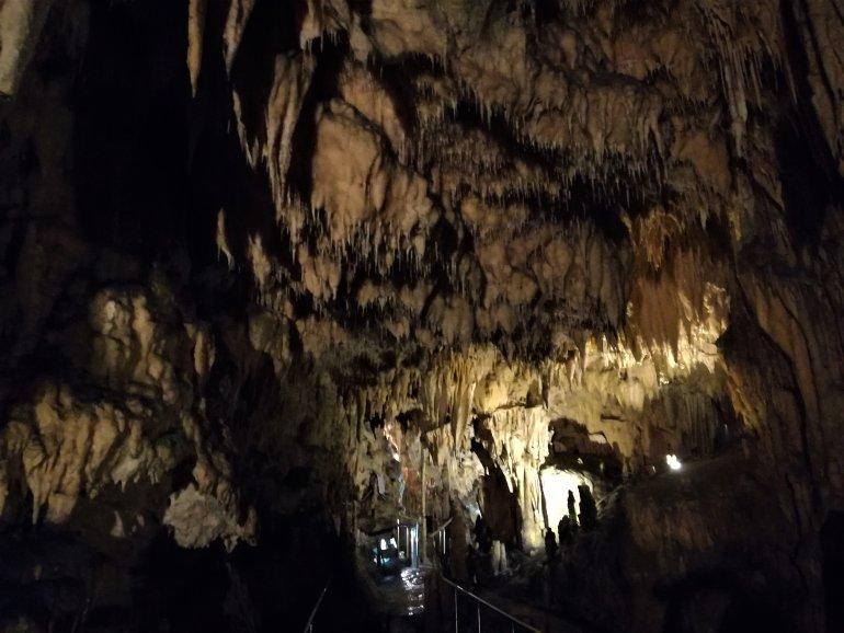 Σπήλαιο Διρού: Ένα εντυπωσιακό σπήλαιο δίπλα στο κύμα στη Μάνη - itravelling.gr