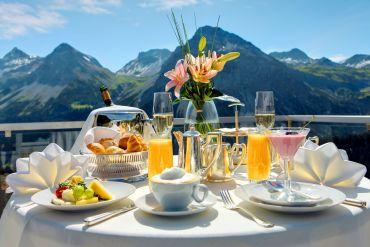 6 τύποι ανθρώπων που θα πετύχεις στο πρωινό του ξενοδοχείου - itravelling.gr