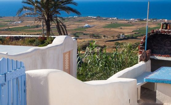 Finikia Residence: Μια αναπαλαιωμένη «κάναβα» στη Σαντορίνη από τα Aria Hotels