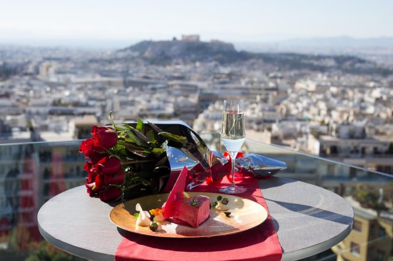 St. George Lycabettus: Ρομαντική βραδιά με την καλύτερη θέα - itravelling.gr