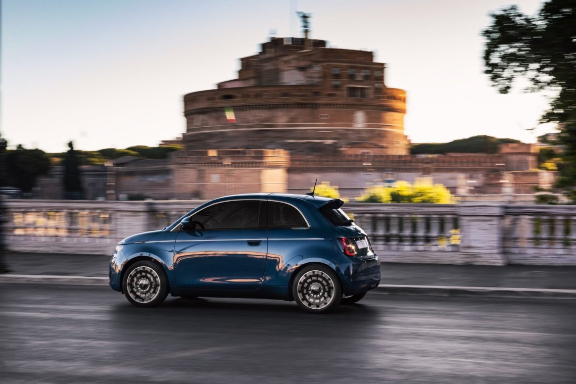 Το ηλεκτρικό Fiat 500 είναι επαναστάτης με αιτία!